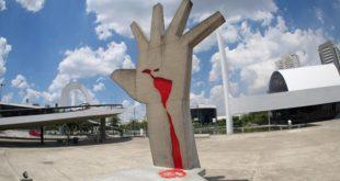 ثبات الثورات: الانتقال من الحركات الثورية إلى الأحزاب السياسية
